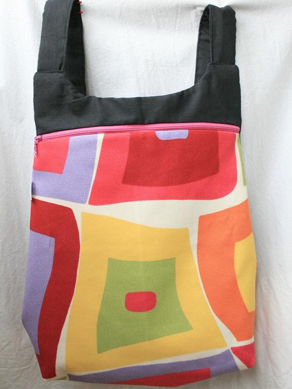 Más de 4.000 alumnos del British Council de Primaria utilizarán mochilas hechas con tejidos reciclados