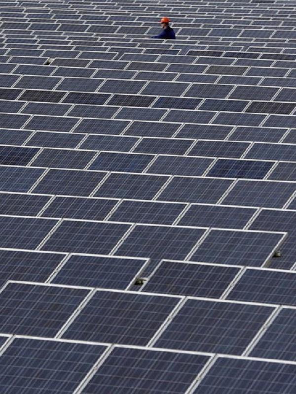 Isolux 'vende' a Eurofinsa su plantilla de transmisiones y renovables