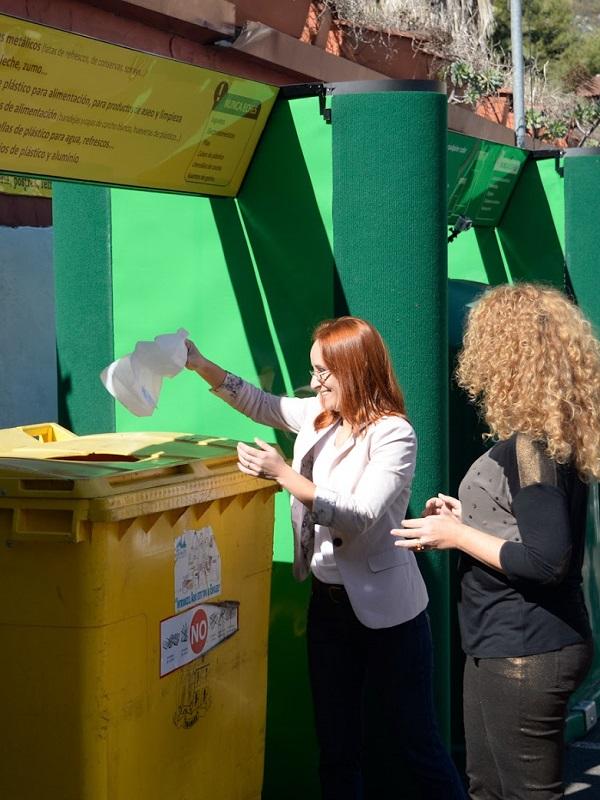 El Ayuntamiento refuerza la limpieza en San Mateo con sensibilización, más contenedores y urinarios portátiles