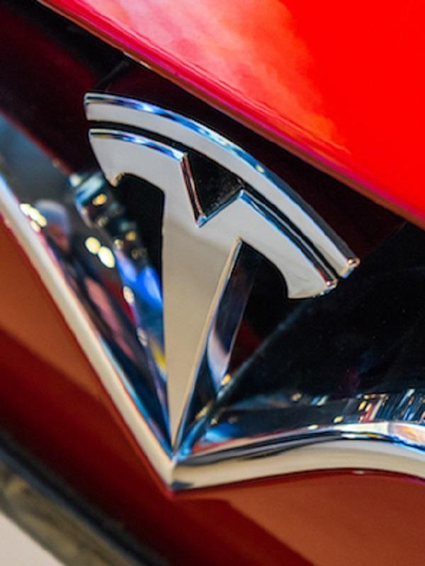 Salida en masa de directivos de Tesla