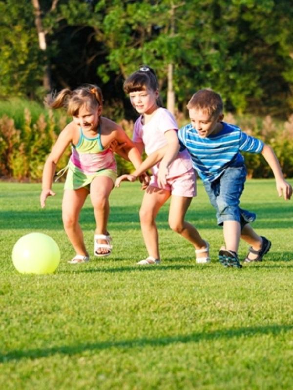 La enorme importancia de tener un espacio verde cerca de tu hogar para la salud de tu hijos