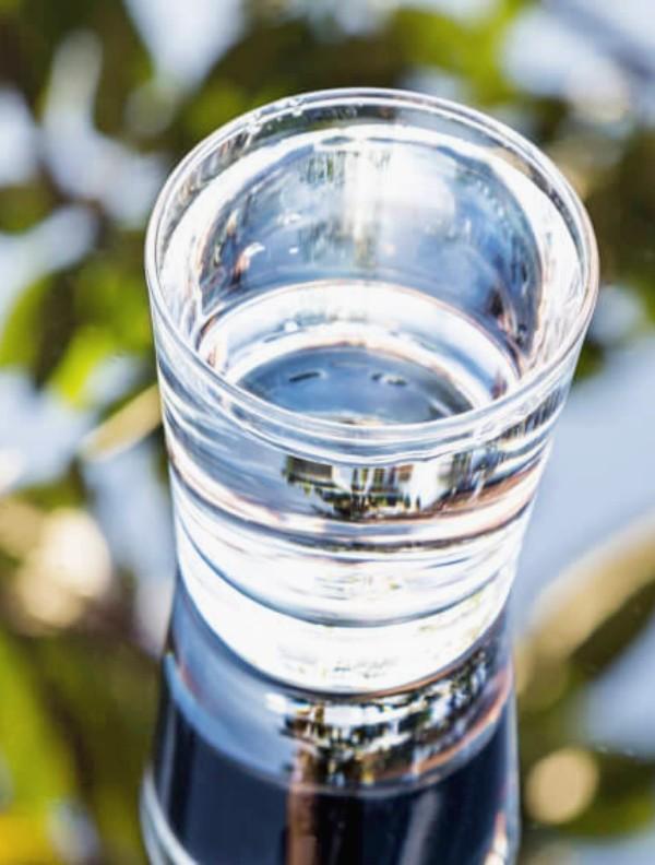 ALKANATUR y un estudio de la Universidad de Almería demuestra las altas capacidades del agua alcalina para amortiguar y neutralizar el perjudicial ácido en el organismo