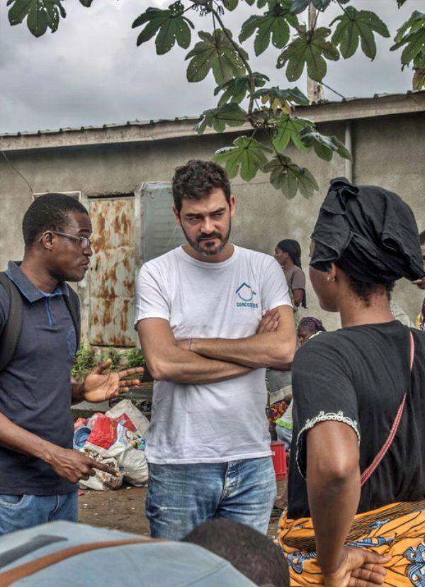 UNICEF aprovecha el plástico reciclado para construir escuelas en África