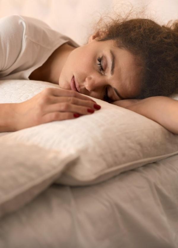Una siesta corta mejora tu salud, pero una larga, la empeora