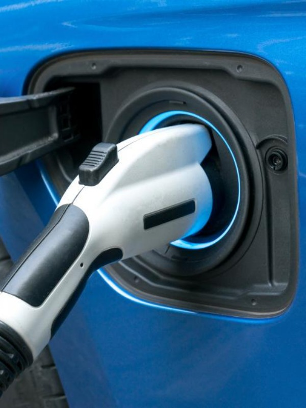 Acuerdo entre Endesa y CEEES para desarrollar puntos de recarga eléctricos