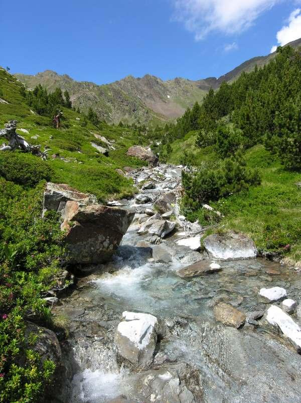 Pérdida de calidad de las aguas de la alta montaña pirenaica a causa del cambio climatico