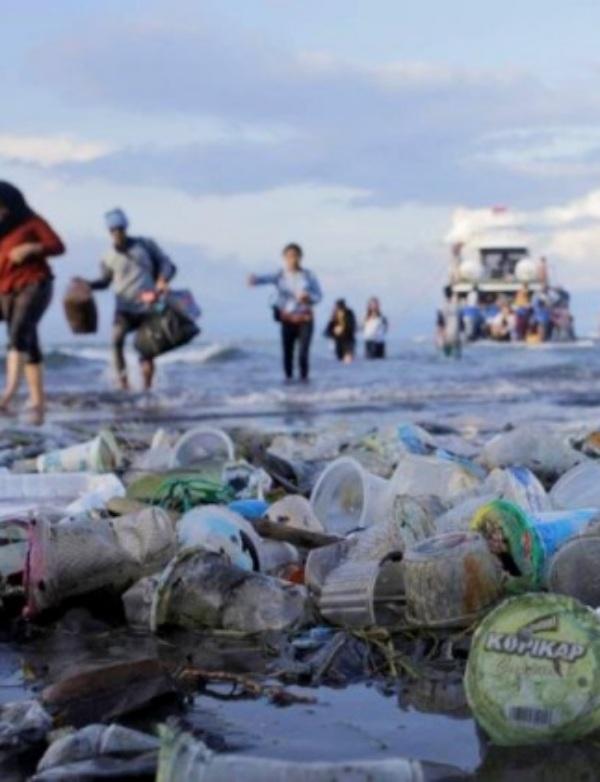 Brutal invasión de microplásticos en el Triángulo de las Bermudas