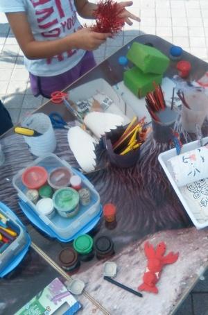 Vuelven los talleres de reciclaje infantil a la playa de Somo