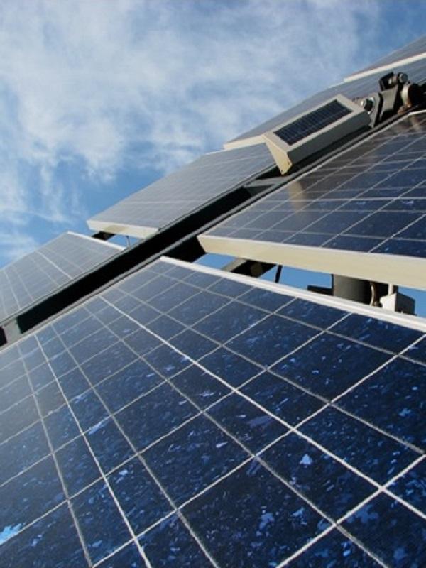 Una planta fotovoltaica en Son Blanc generará una tercera parte de la energía que necesita el puerto