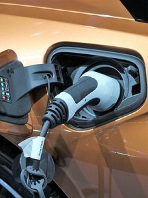 ¿Qué pasa con la inversión pública en infraestructuras de recarga para coches eléctricos?