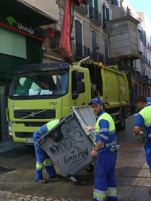 Limasa montará un servicio especial sin vehículo para la recogida de basura en el centro durante Semana Santa