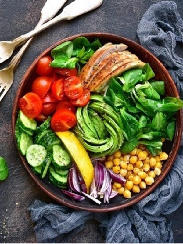 Los ocho mandamientos para comer fuera de casa y no engordar en el intento