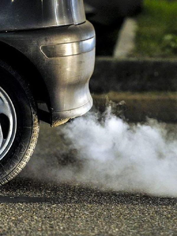 Europa adopta la norma que fija el objetivo de reducir un 37,5% las emisiones de coches en 2030
