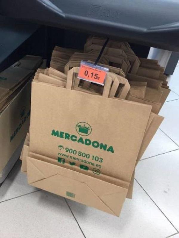 Mercadona culmina la sustitución total de las bolsas de plástico por otras de papel y material reciclado