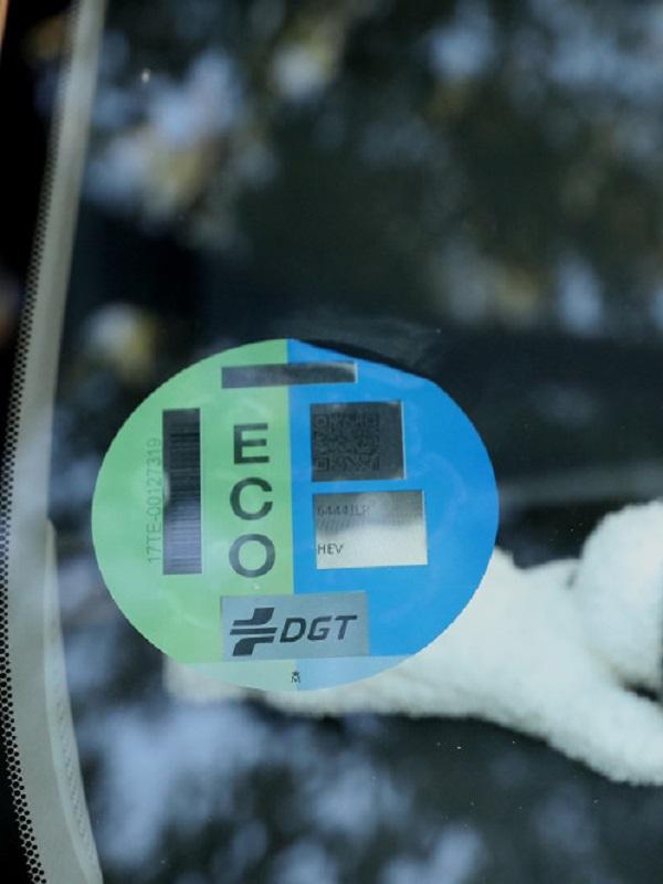 Desde el miércoles 24 de abril en Madrid es obligatorio exhibir el distintivo ambiental en los vehículos