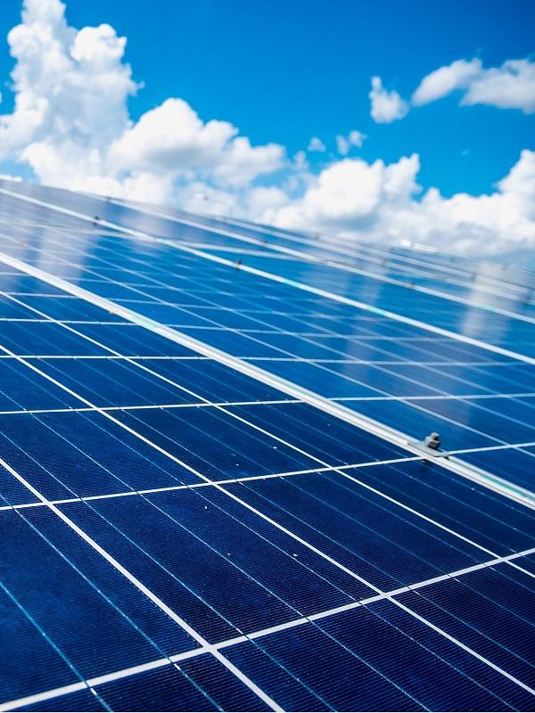 Ultimando detalles la planta solar fotovoltaica 'La Florida' en Lora del Río (Sevilla)