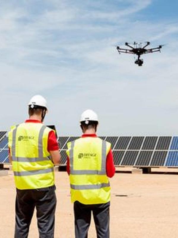 Innovador proyecto para mejorar el rendimiento de plantas solares fotovoltaicas mediante el uso de drones