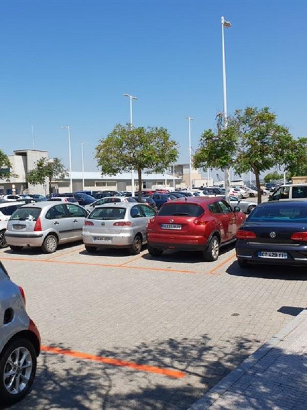 Denuncian un macro aparcamiento sin permiso ambiental situado junto a la Autovía de Andalucía