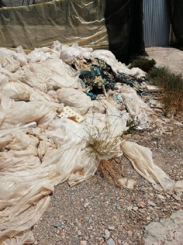 El Defensor del Pueblo pregunta a la Junta por el desarrollo de la campaña de retirada de plásticos de uso agrícola en Andalucía