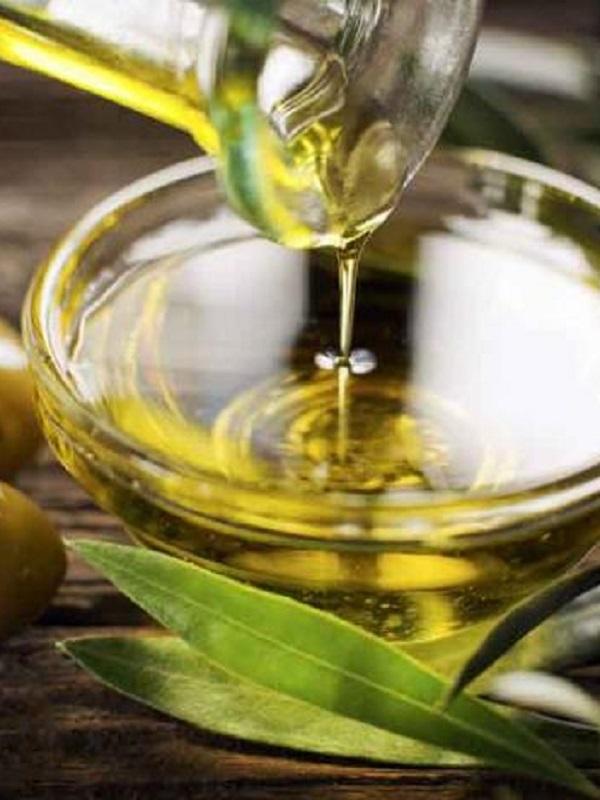 Restos del aceite de oliva sirven para eliminar fármacos en el agua residual