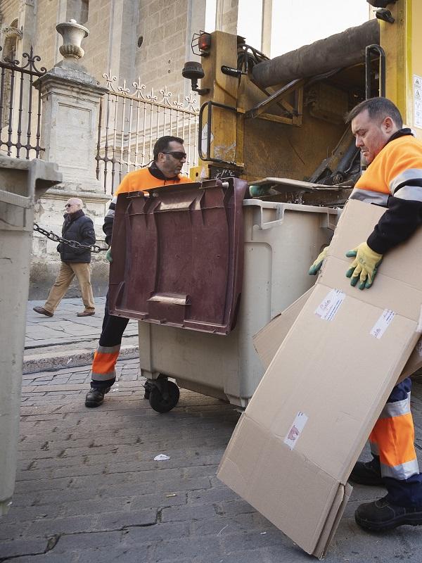 Lipasam (Sevilla) recibe un premio nacional por su servicio de recogida de papel y cartón