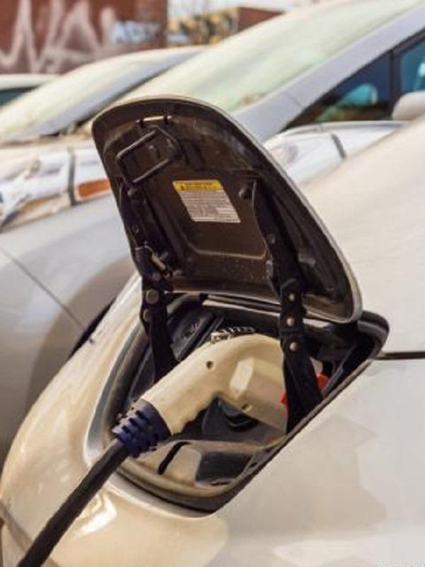 España defiende la neutralidad tecnológica hacia el coche eléctrico