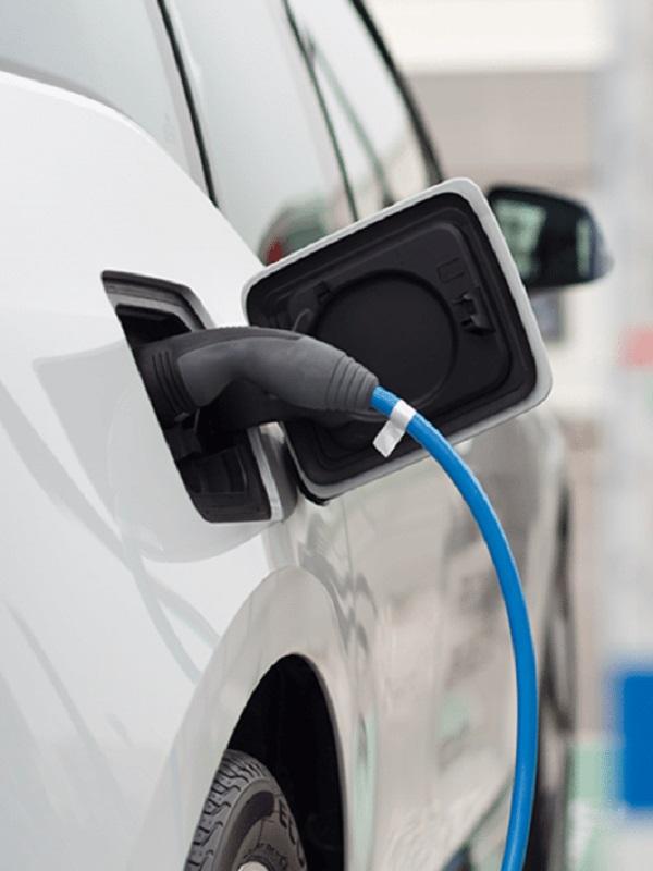 España destina 60 millones a movilidad sostenible y da 5.000 euros para comprar un coche eléctrico