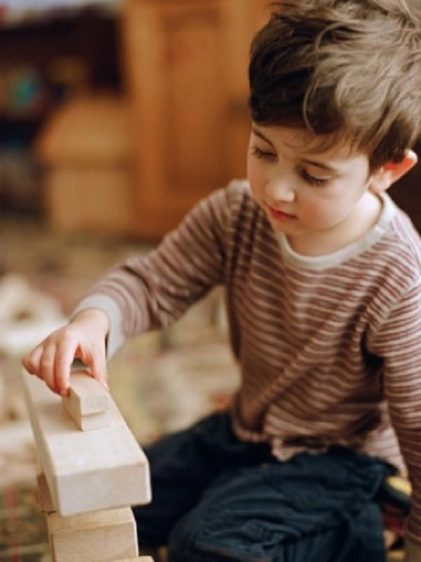 Los niños acumulan toxinas de los suelos y muebles de sus hogares