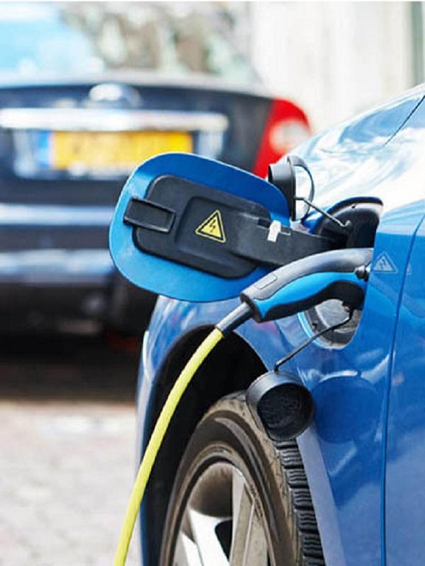 Guía práctica para solicitar ayudas y adquirir un coche eléctrico