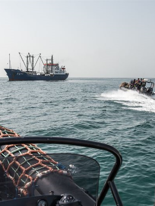 Sea Shepherd asiste a la guardia costera de Liberia con el arresto de un buque de carga por el comercio ilegal de pescado