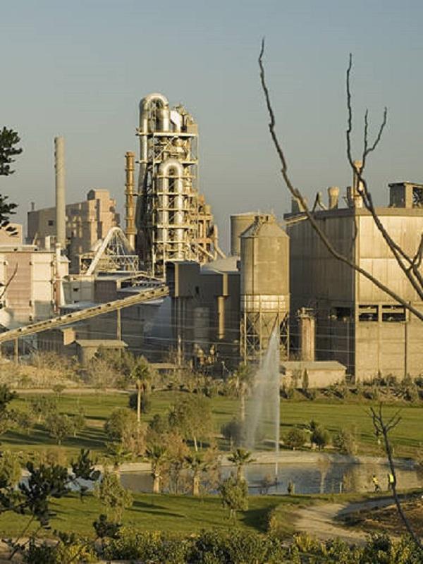 Medio Ambiente sanciona con 52.000 euros a Cemex por carecer de autorización de emisiones en dos canteras