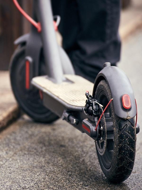 Sevilla arranca un proceso participativo para regular los patinetes eléctricos y similares