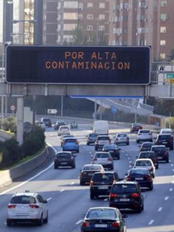 Los vehículos sin distintivo ambiental de la DGT no podrán circular por M-30 y centro de Madrid