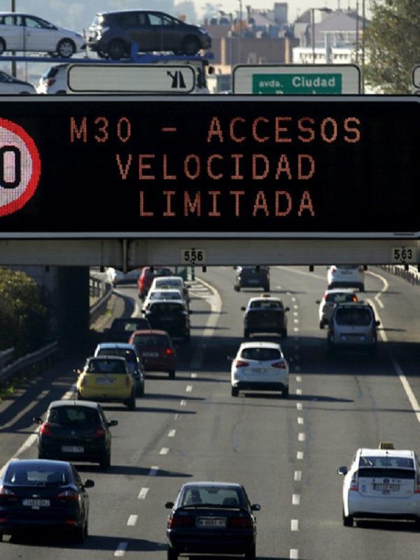 Madrid vuelve al escenario 1 del protocolo de contaminación, con reducción de velocidad máxima a 70 km/h en la M-30 y accesos