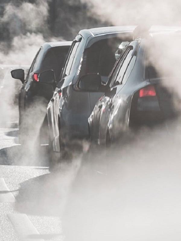 Europa da luz verde al acuerdo para reducir un 37,5% las emisiones de coches en 2030