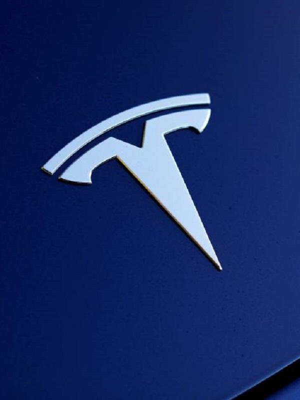 Tesla recorta plantilla