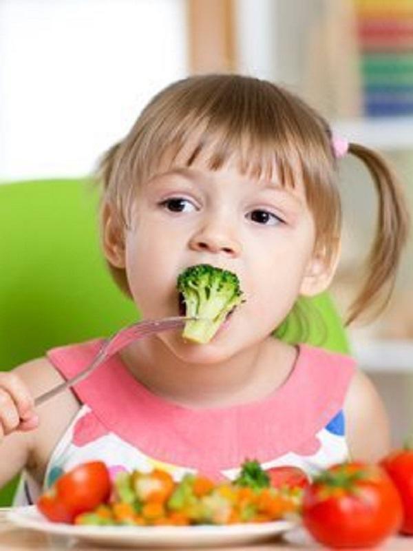 Una dieta baja en azúcares añadidos frente a la enfermedad del hígado graso en niños