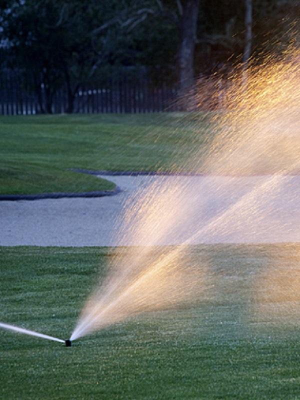 Confirmado, cada vez hay más campos de golf en España que riegan con agua regenerada