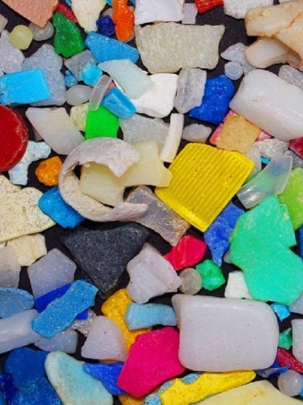 Se veía venir, encuentran microplásticos en una fuente común de agua potable