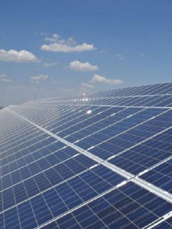 Docenas de empleos creados con la planta fotovoltaica en Puebla de Guzmán (Huelva)