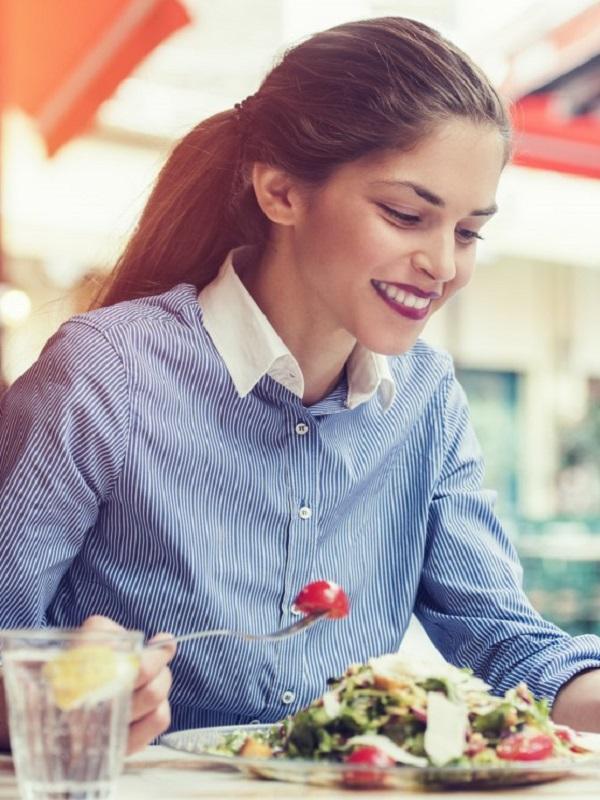 Los diez mandamientos para comer de forma saludable fuera de casa
