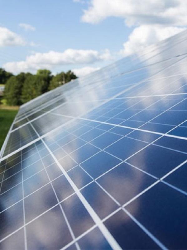 El Ayuntamiento de Bienvenida empieza a recoger currículum para la fotovoltaica que comienza a construirse en agosto