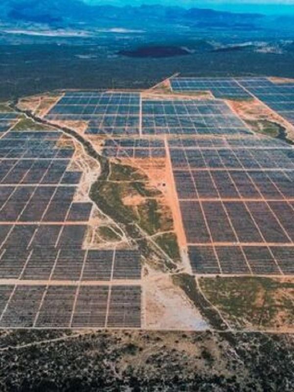Iberdrola inicia en Extremadura la planta fotovoltaica más grande de Europa con una inversión de 300 millones
