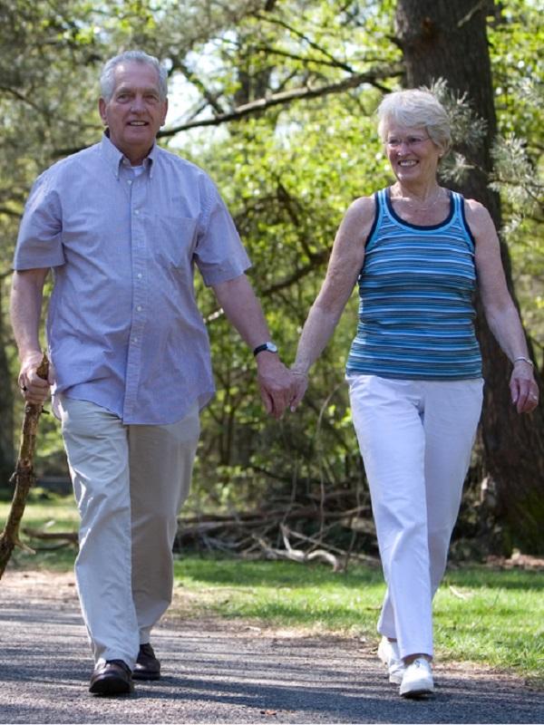 Si eres mayor y tienes un excesivo problema al caminar, visita a tu medico