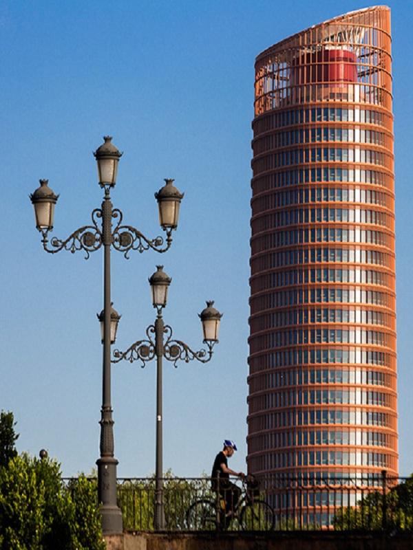 Torre Sevilla generó 200.000 kWh de energía limpia para autoconsumo en 2018 gracias a un sistema fotovoltaico