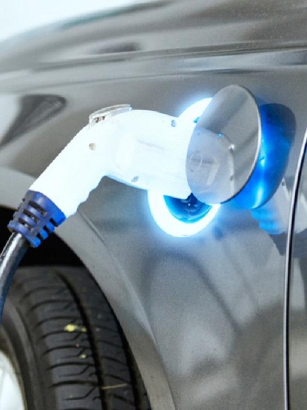 La OCDE insta a crear peajes para compensar la caída de ingresos por carburante por el coche eléctrico