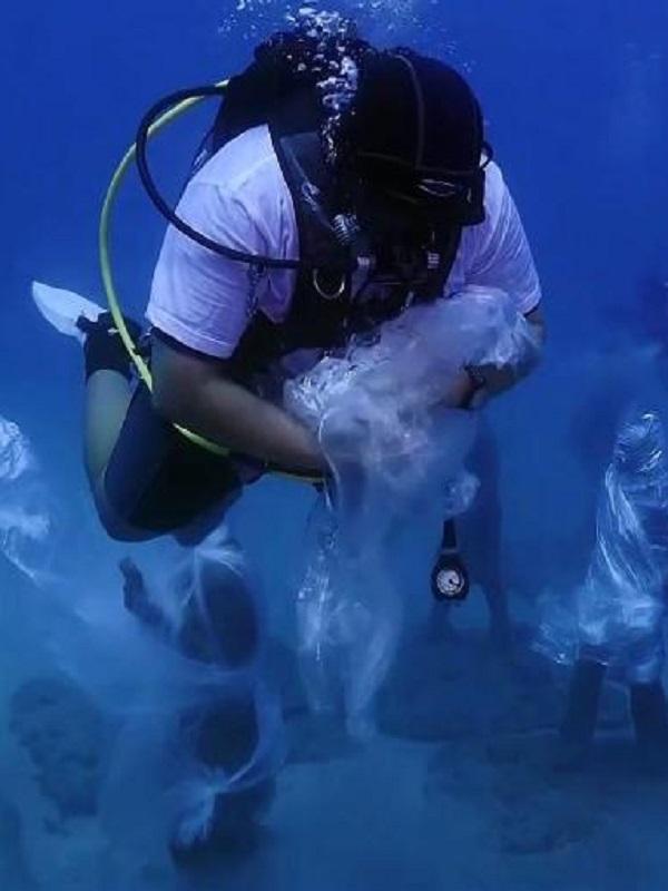 Buceadores de WWF y del Museo Atlántico de Lanzarote denuncian la contaminación por plástico en los océanos