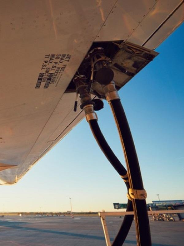 Por un impuesto al combustible para aviones