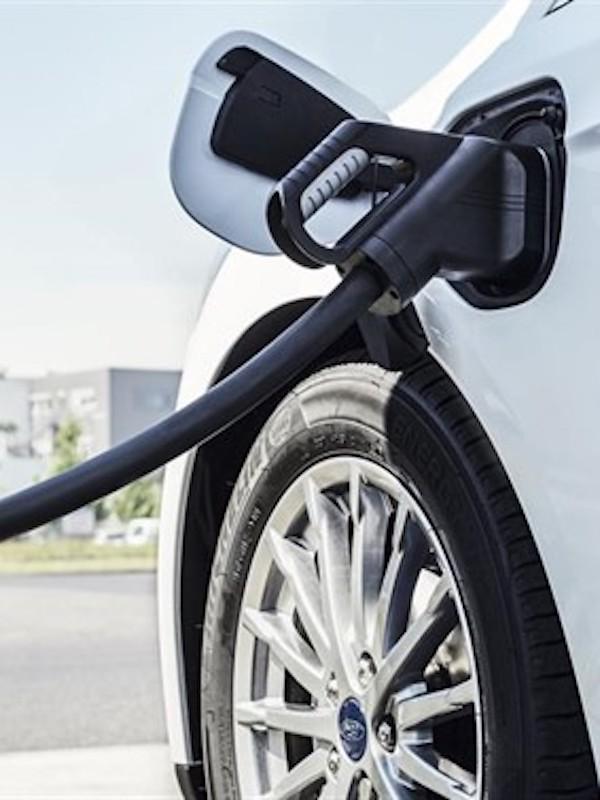 Europa obligará a fijar objetivos vinculantes de coches eléctricos en contrataciones públicas
