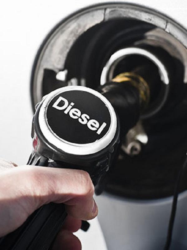 El Gobierno analiza la norma de restringir el diésel en Baleares desde 2025